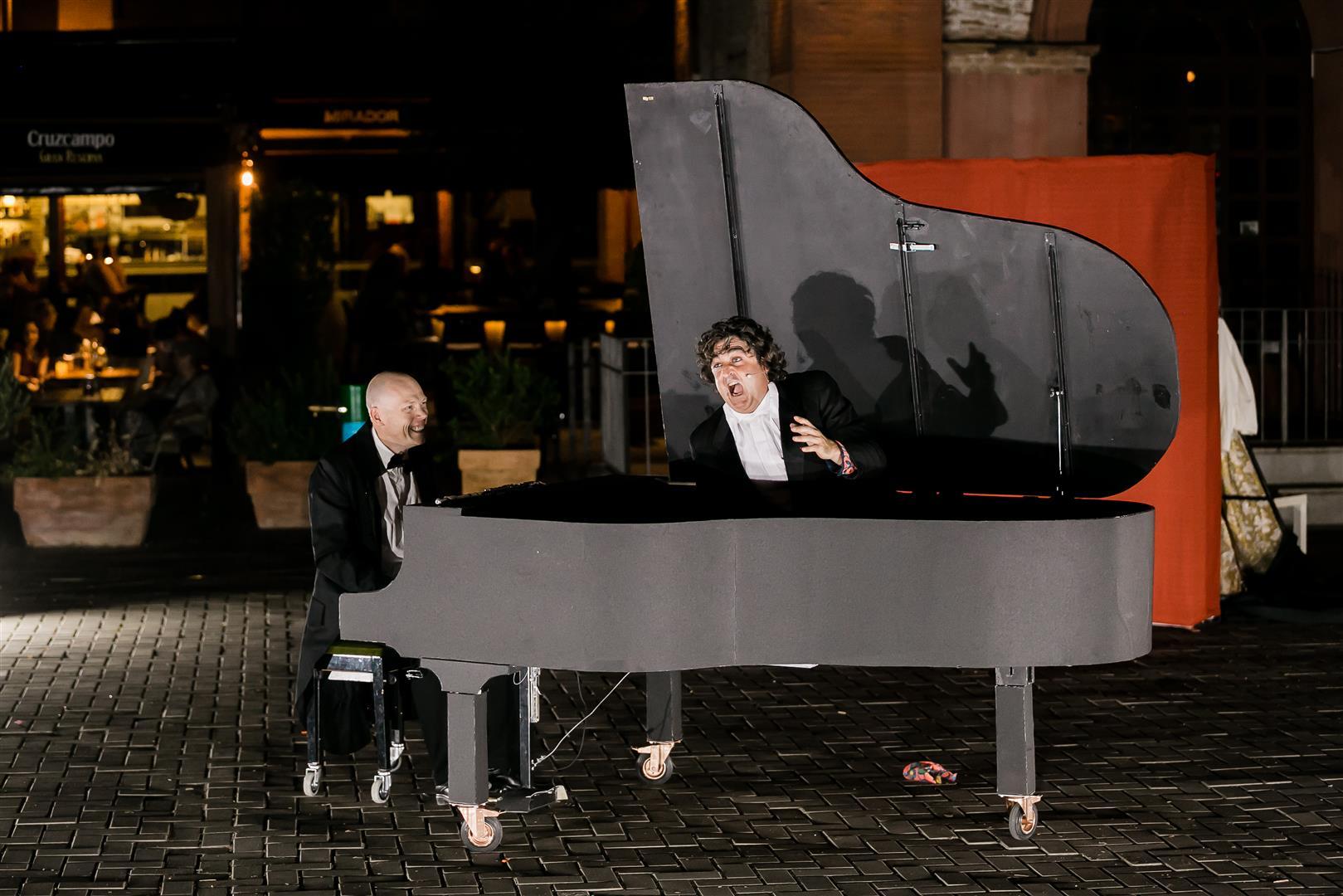 PIANO, PIANO - LOLO FERNÁNDEZ Y CÍA.
